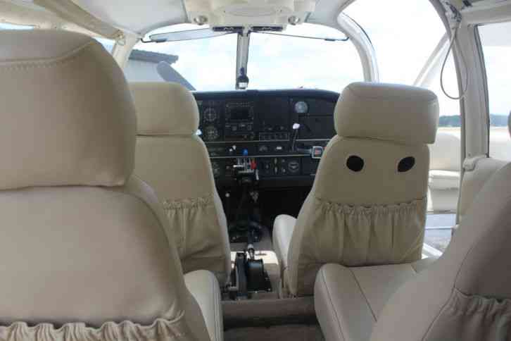 Piper Impecable Leather Interior 6 Place Intercom With